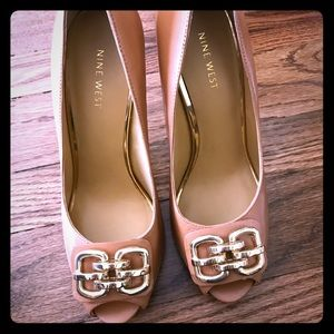 Tan open toed heel with beautiful gold accents